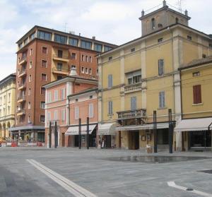 """Sulla sinistra di Villa Braglia svetta (troppo) alto l'edificio """"K2"""""""