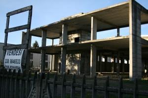 Il PSC prevede per Vignola altri 190.000 mq di terreno agricolo urbanizzato! E cosa ne facciamo di edifici come questo? (qui zona artigianale  - foto del 3 dicembre 2012)